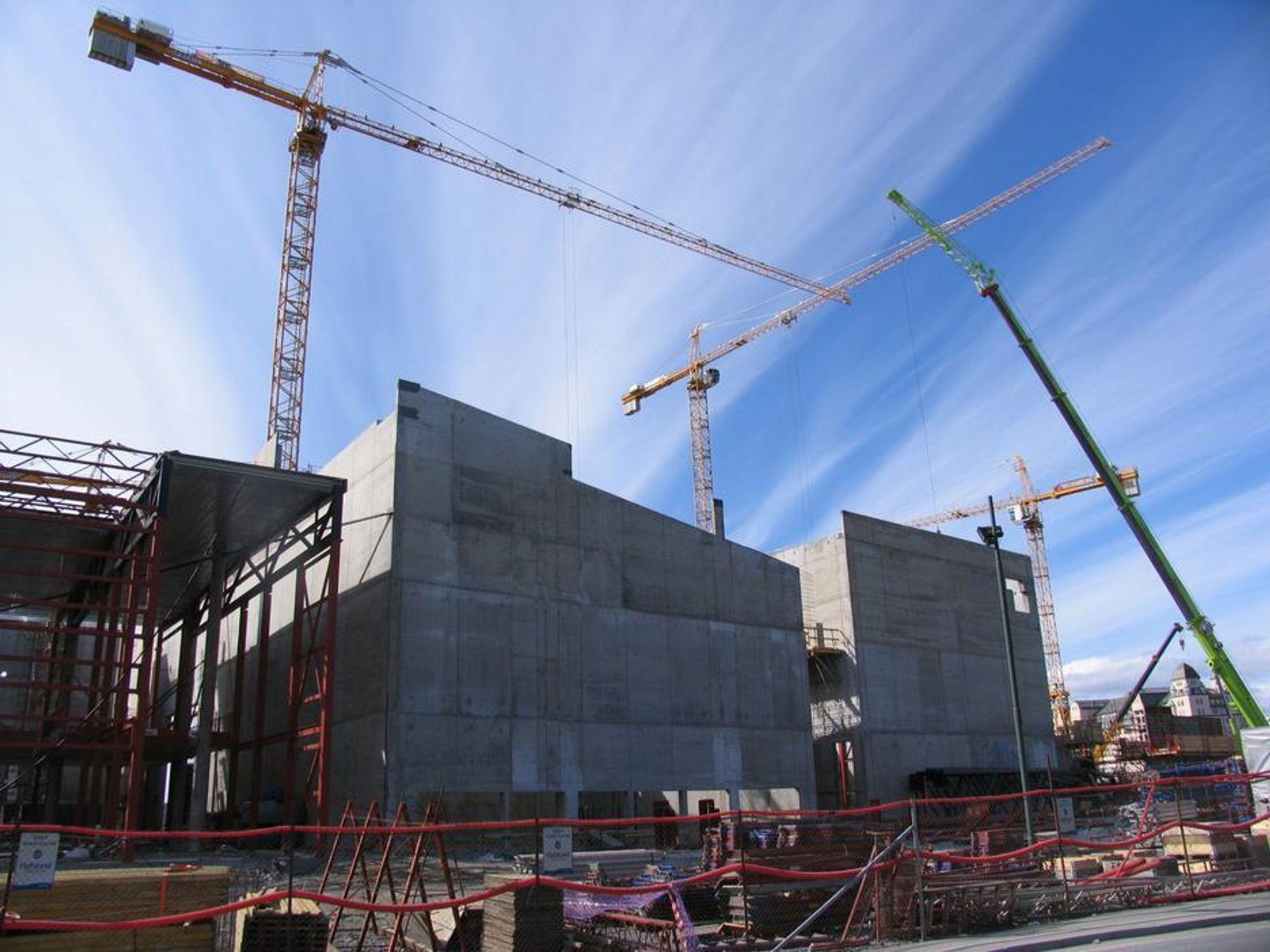 Det er full stans i byggearbeidene på operaen i Bjørvika og hundrevis av andre byggeplasser fra i dag av.