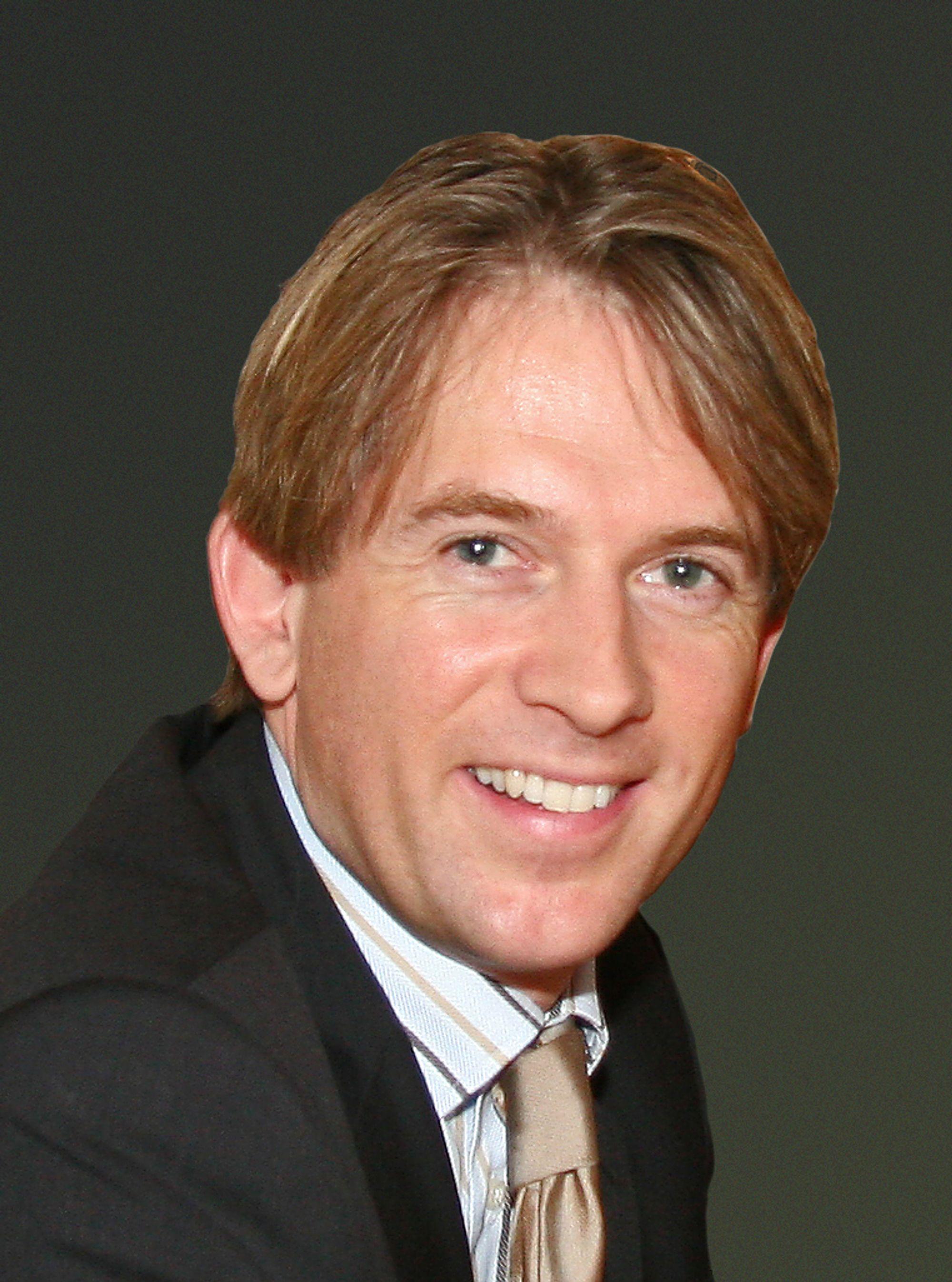 EIVIND ROALD er ny adm. direktør i HP Norge. Han er diplomøkonom fra BI med lang erfaring i teknologisalg fra Accenture. Han har jobbet med HP som kunde siden selskapet fusjonerte med Compaq. I november 2004 ble han salgsdirektør i HP.