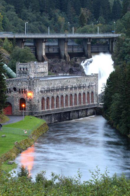 Trondheim kommune vil kjøpe tilbake Trondheim energiverk og de tilhørende kraftverkene, som Nedre Leirfoss i Nidelva. Nå blokkerer den rødgrønne regjeringen salget.