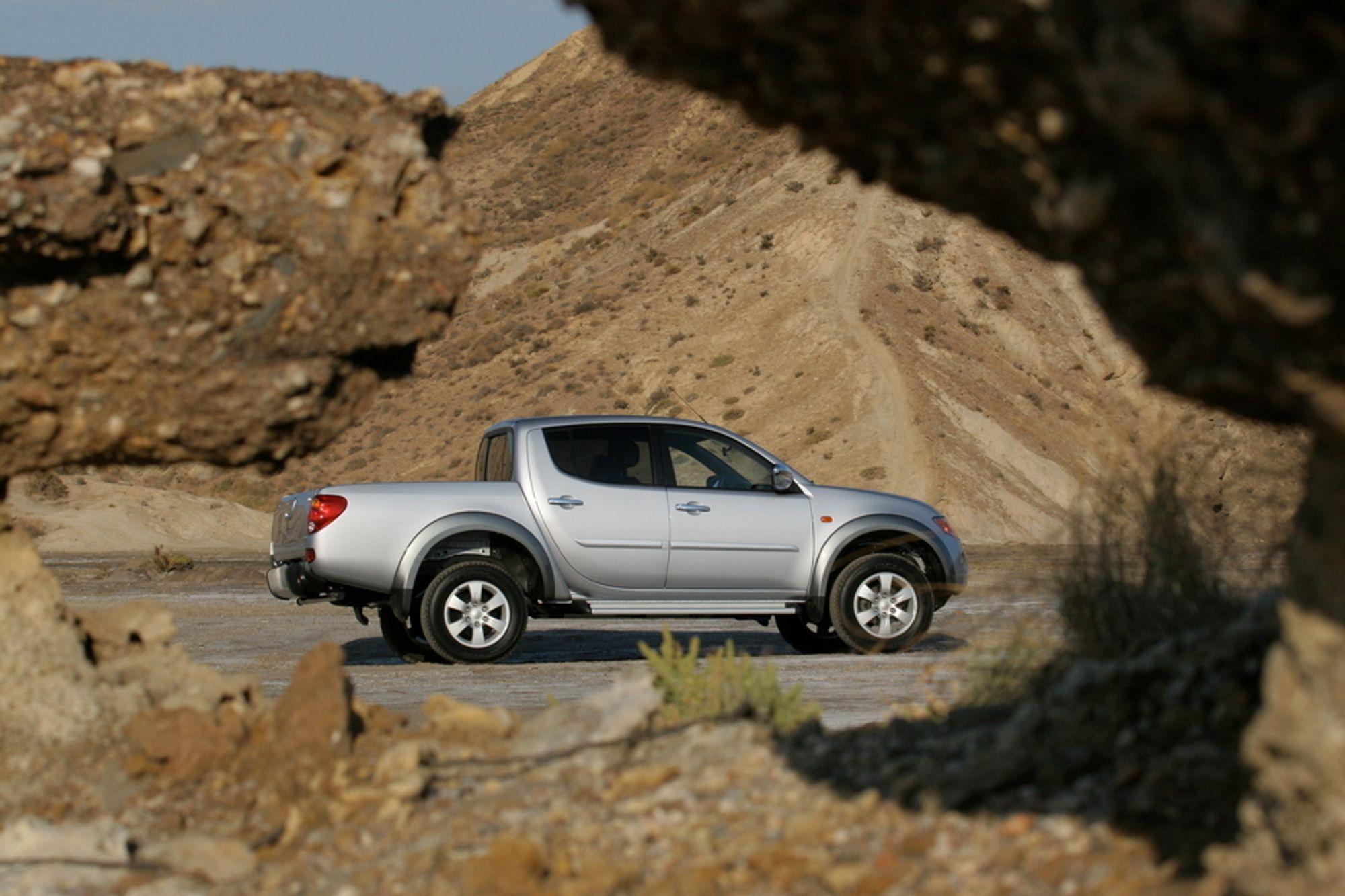 TIL HVA?: Nye Mitsubishi L200 4WD har lavserie girkasse, høy bakkeklaring og en robust turbodiesel. Men nytteverdien med et så kort ultrakort lasteplan må man kunne diskutere. Flott design, imidlertid. Kanskje vi skulle døpe den til L200 Hillbilly?