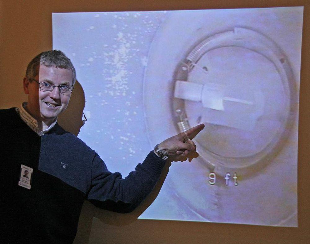 PÅPEKER PÅLITELIGHET:Adm direktør i ExproSoft Einar Molnes peker på hvordan data om en ventildel kan spare titalls millioner under en feltutbygging.
