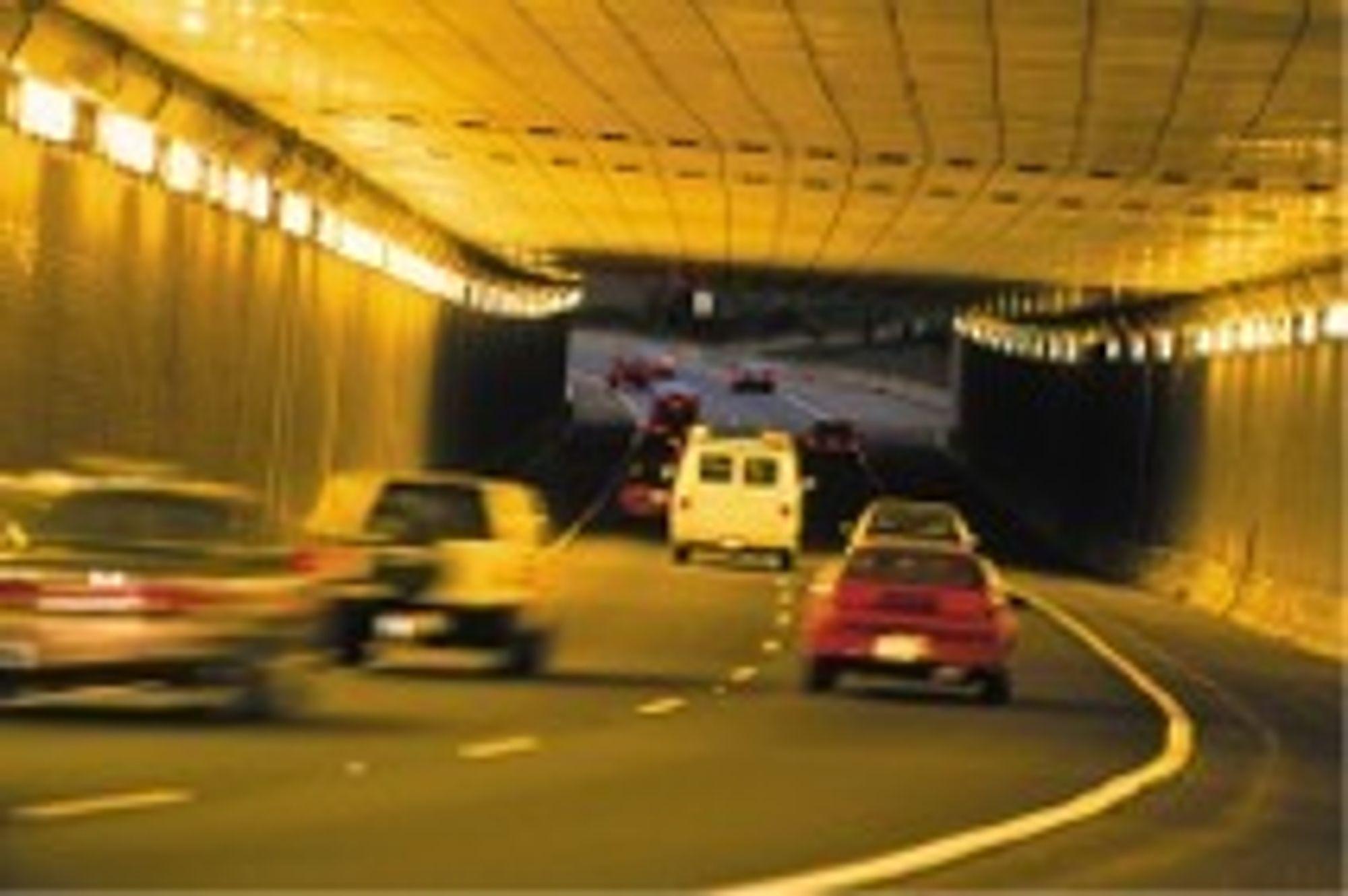 Over halvparten av bilistene vet ikke hva de skal gjøre om det blir brann i en biltunnel.