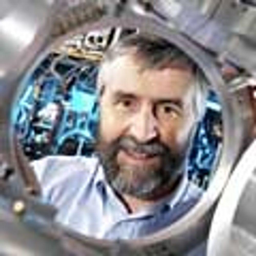 NØYAKTIG: Professor Patrick Gill er sjef for forskergruppen ved NPL