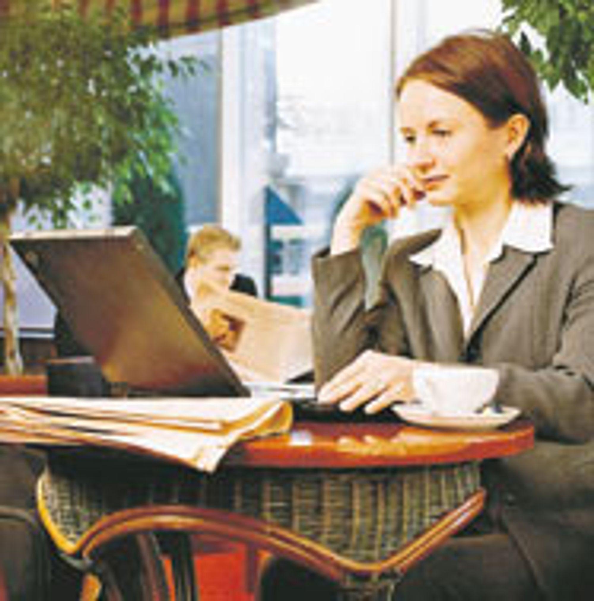 VEKST: Fleksibilitet og økt produktivitet driver veksten i trådløsmarkedet. Men mange er fortsatt skeptiske til sikkerheten i trådløse nettverk. Hvem sitter på nabobordet eller utenfor og snoker i nettet og PC-en din?