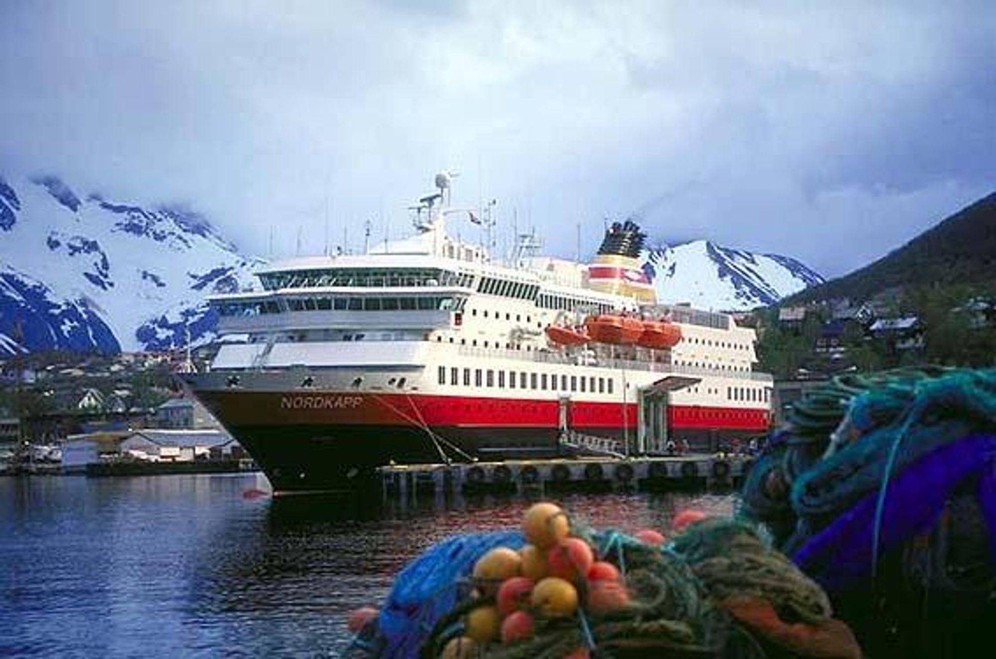 MS Nordkapp fikk en arbeidsulykke i forbindelse med en livbåtøvelse utenfor Ørnes. En omkom og to ble skadet.