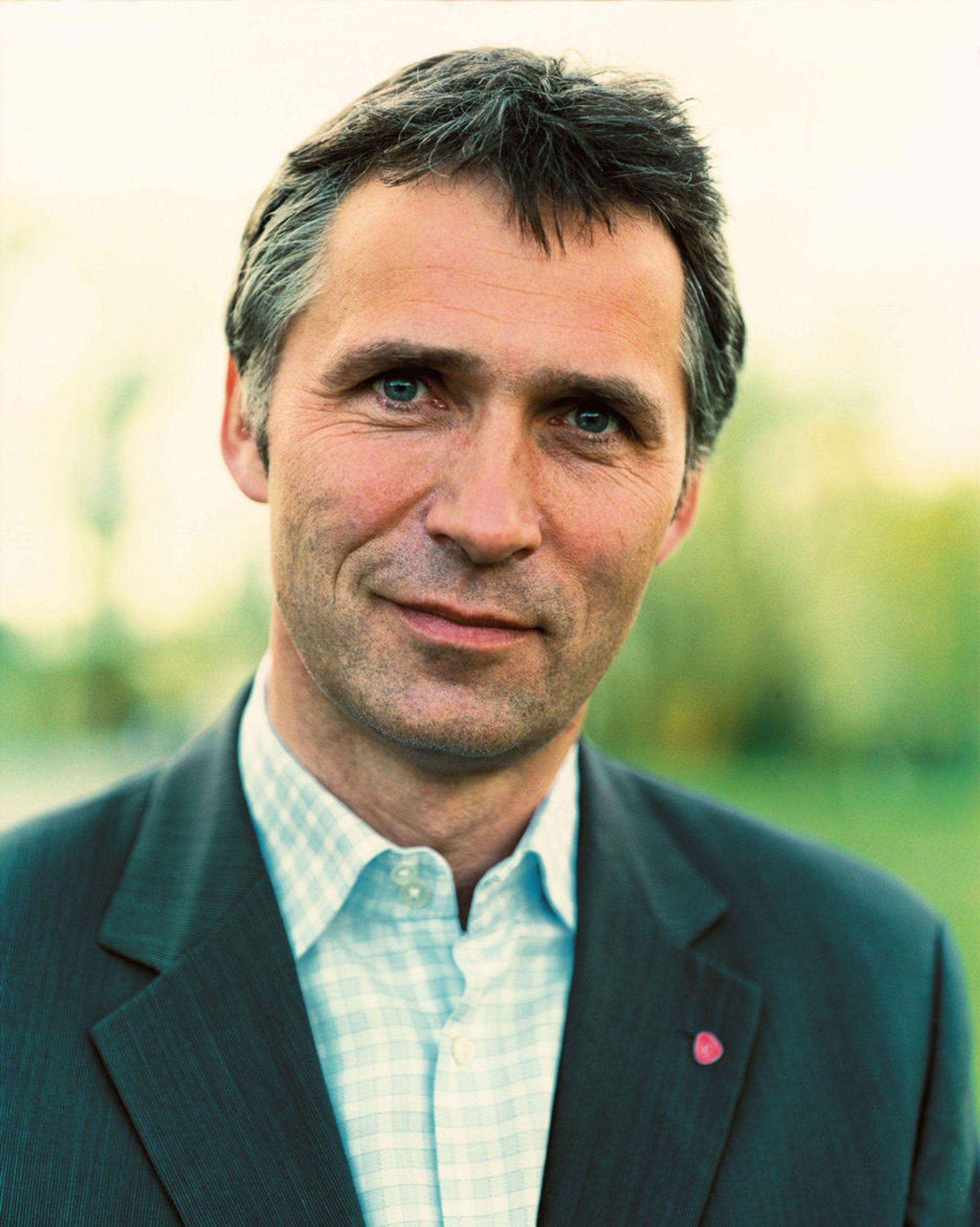 Jens Stoltenberg (Ap) utvikle nasjonale strategier innen de næringsområder hvor Norge har kompetanse eller særlige fortrinn.