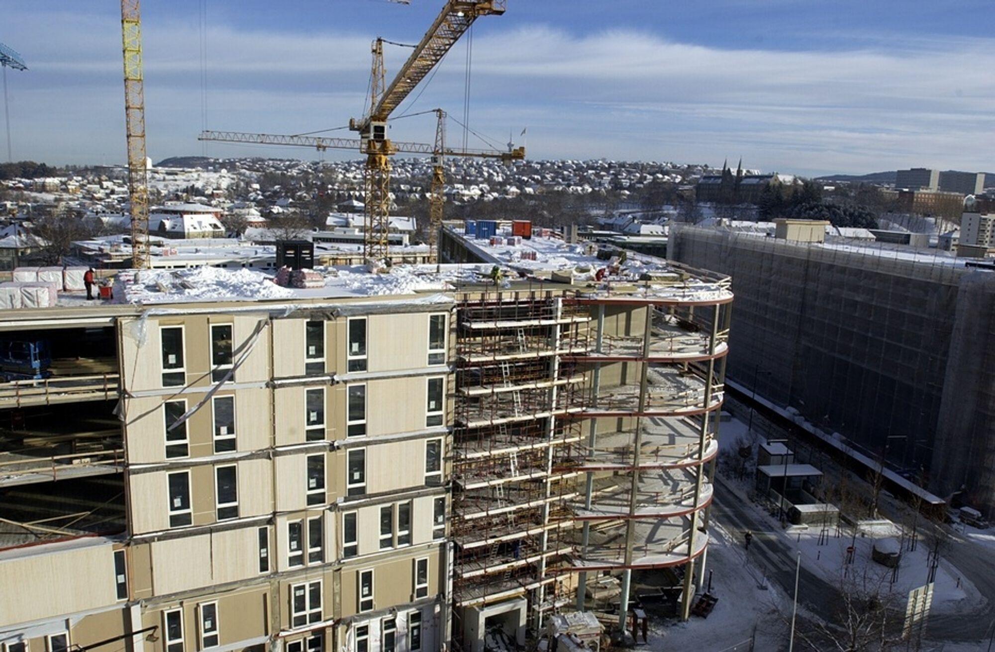 Byggearbeidene ved St. Olavs Hospital i Trondheim pågår for fullt. Tre bygg står nå ferdige.