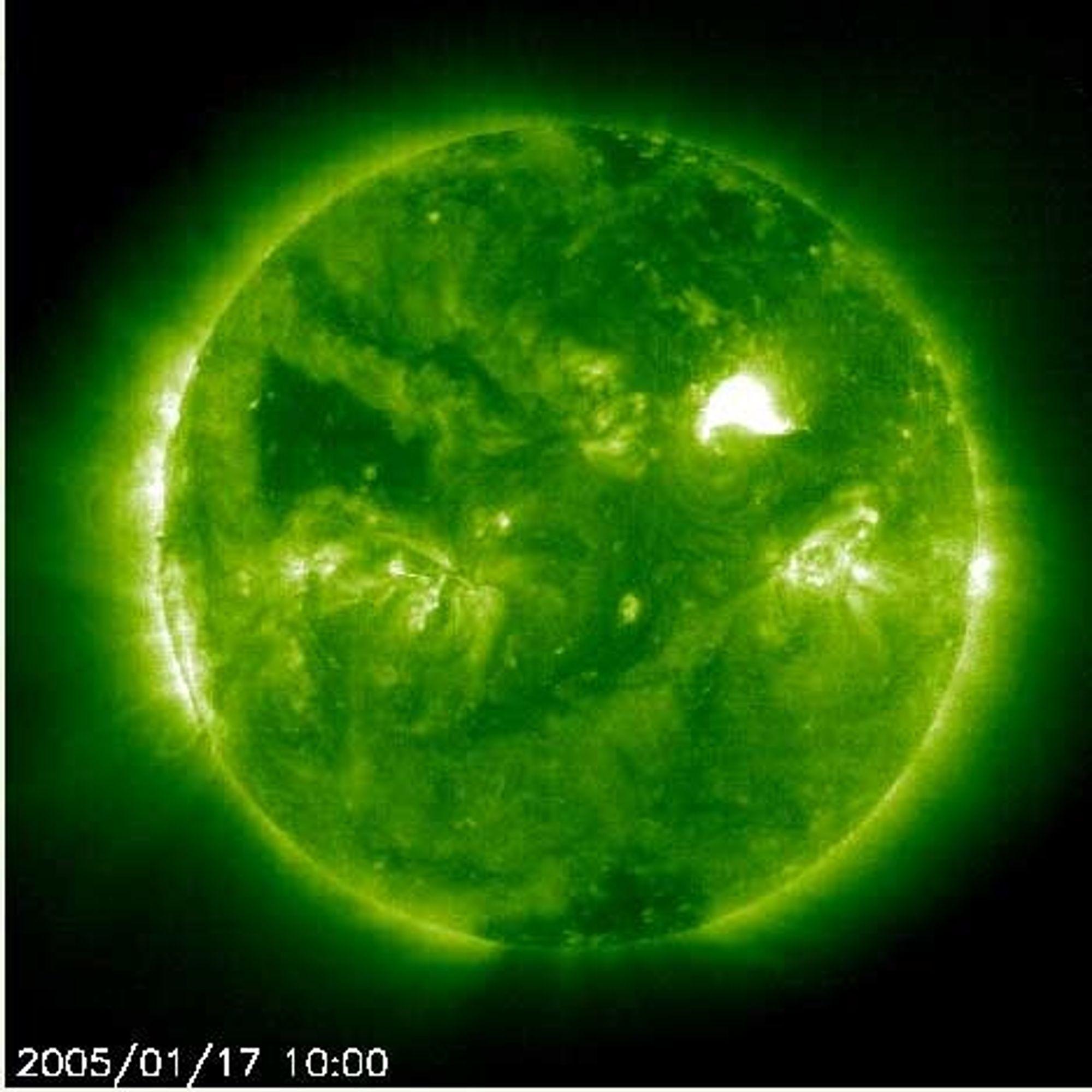 Kraftige solstormer 17. januar 2005. Foto: SOHO/NASA