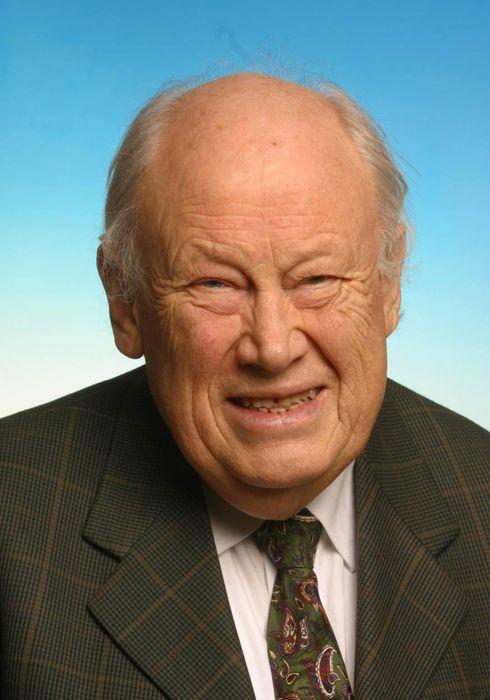 TORBJØRN HELLE, TIDL. PROFESSOR I PAPIRTEKNOLOGI VED NTNU