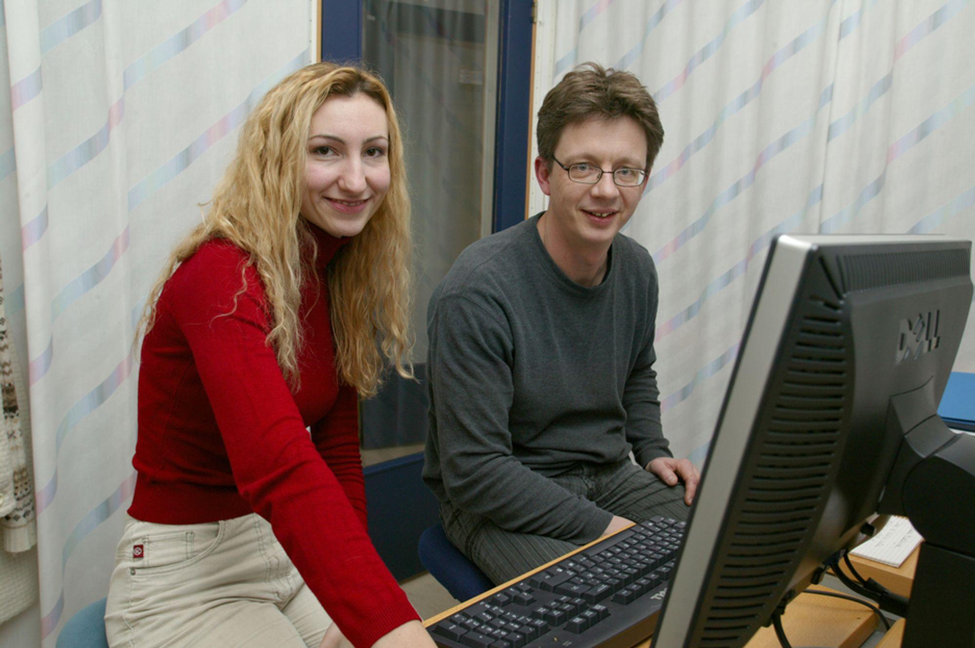 Sorterer bakterier: Knut Rudi og Monika Zimonja har utviklet en ny database for bakterier.