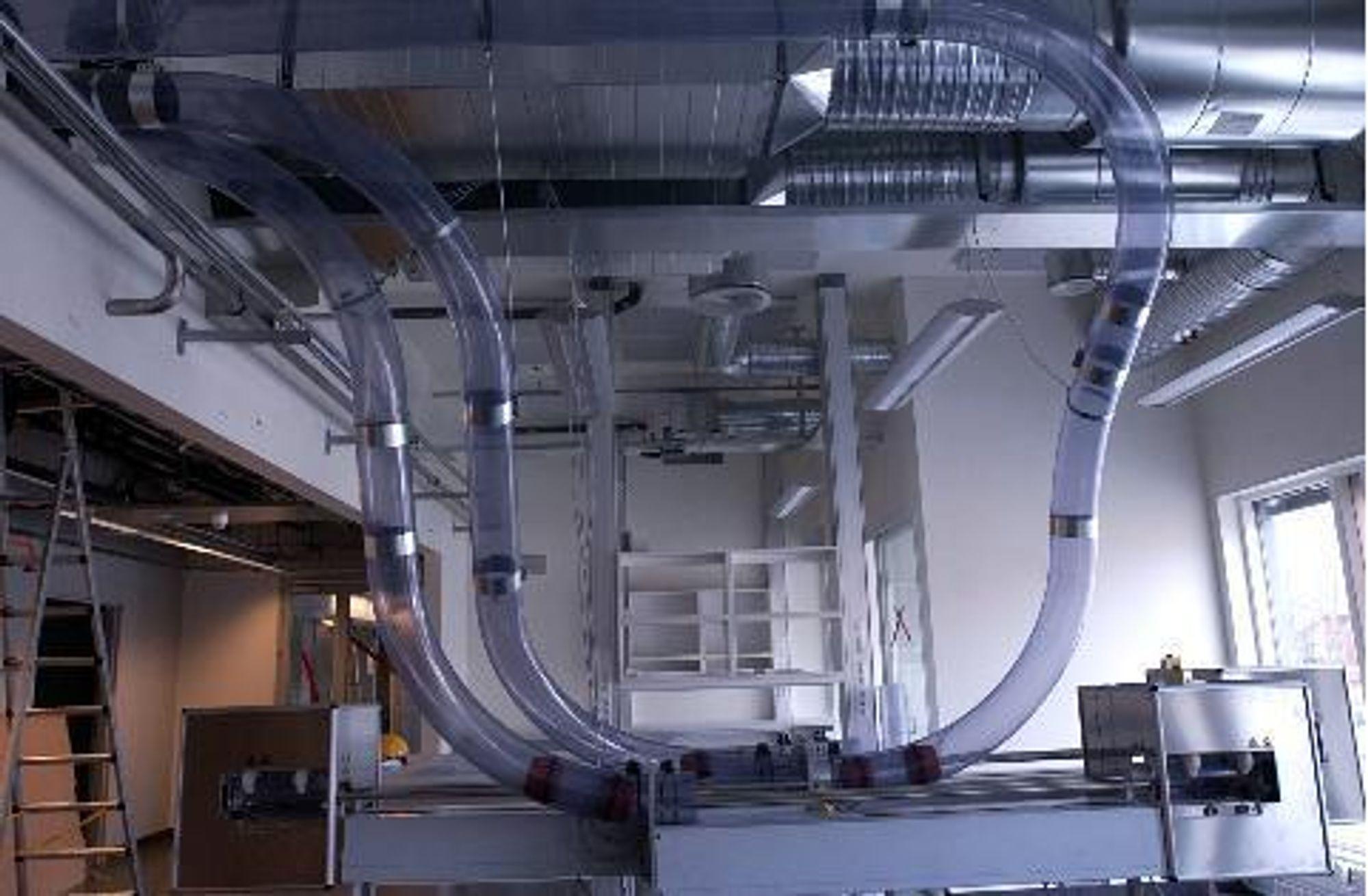 RØRPOST: Fra prøvemottaket i laboratoriet der prøver kommer inn via rørpost.FOTO: HELSE MIDT-NORGE