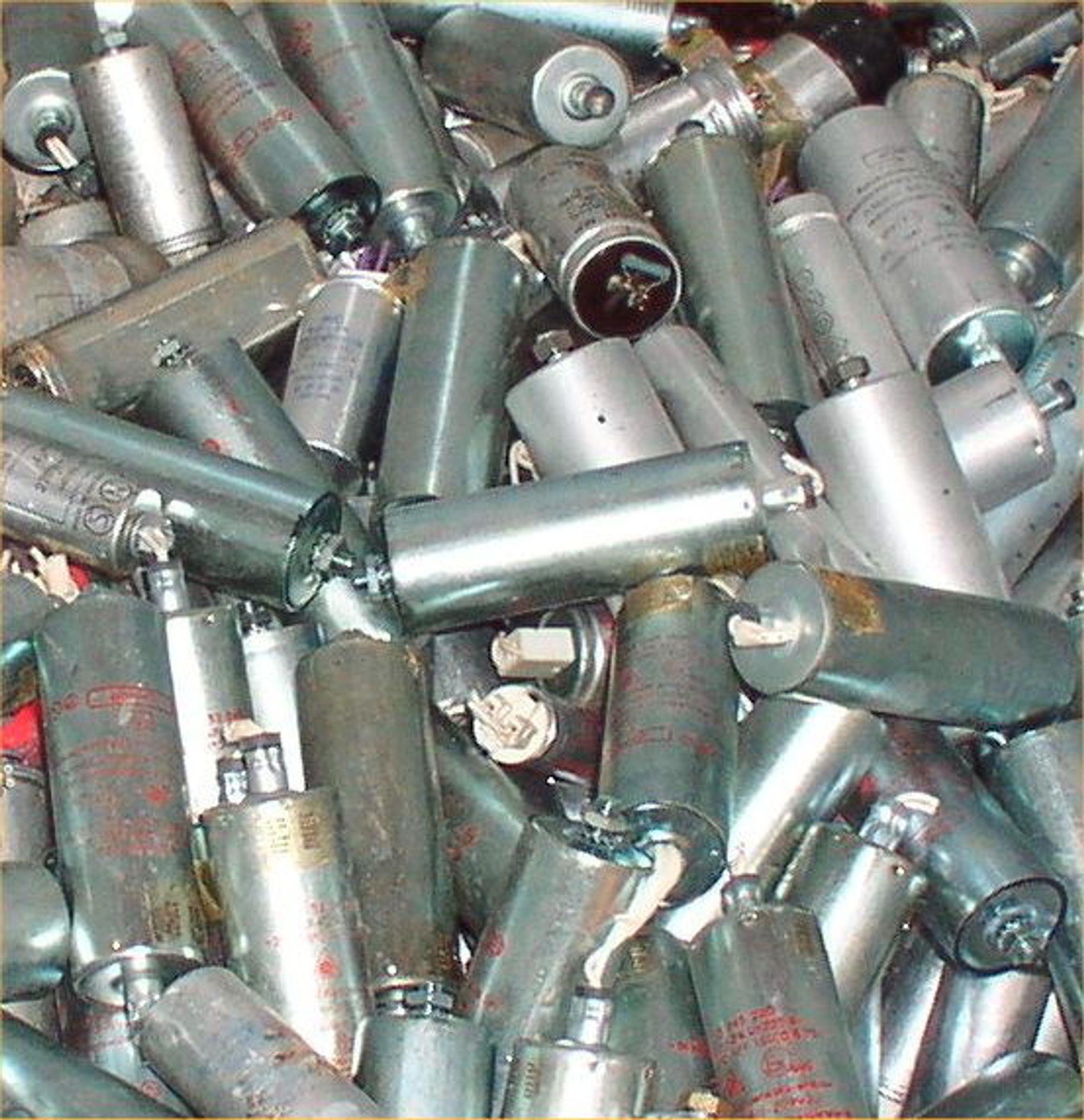 50 TONN: Mye PCB er fjernet, men fortsatt må 50 tonn bort fra kondensatorer innen utgangen av 2007.