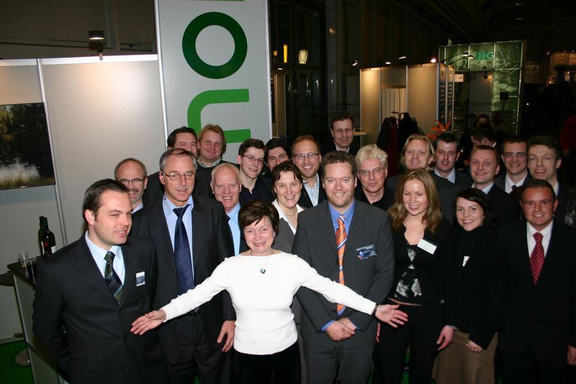 Ønsker flere: Direktør Hilde H. Magnusson i Innovasjon Norge ønsker flere norske selskaper til den norske fellesstanden på CeBIT. I år var denne gjengen glade for å være i hall 6.
