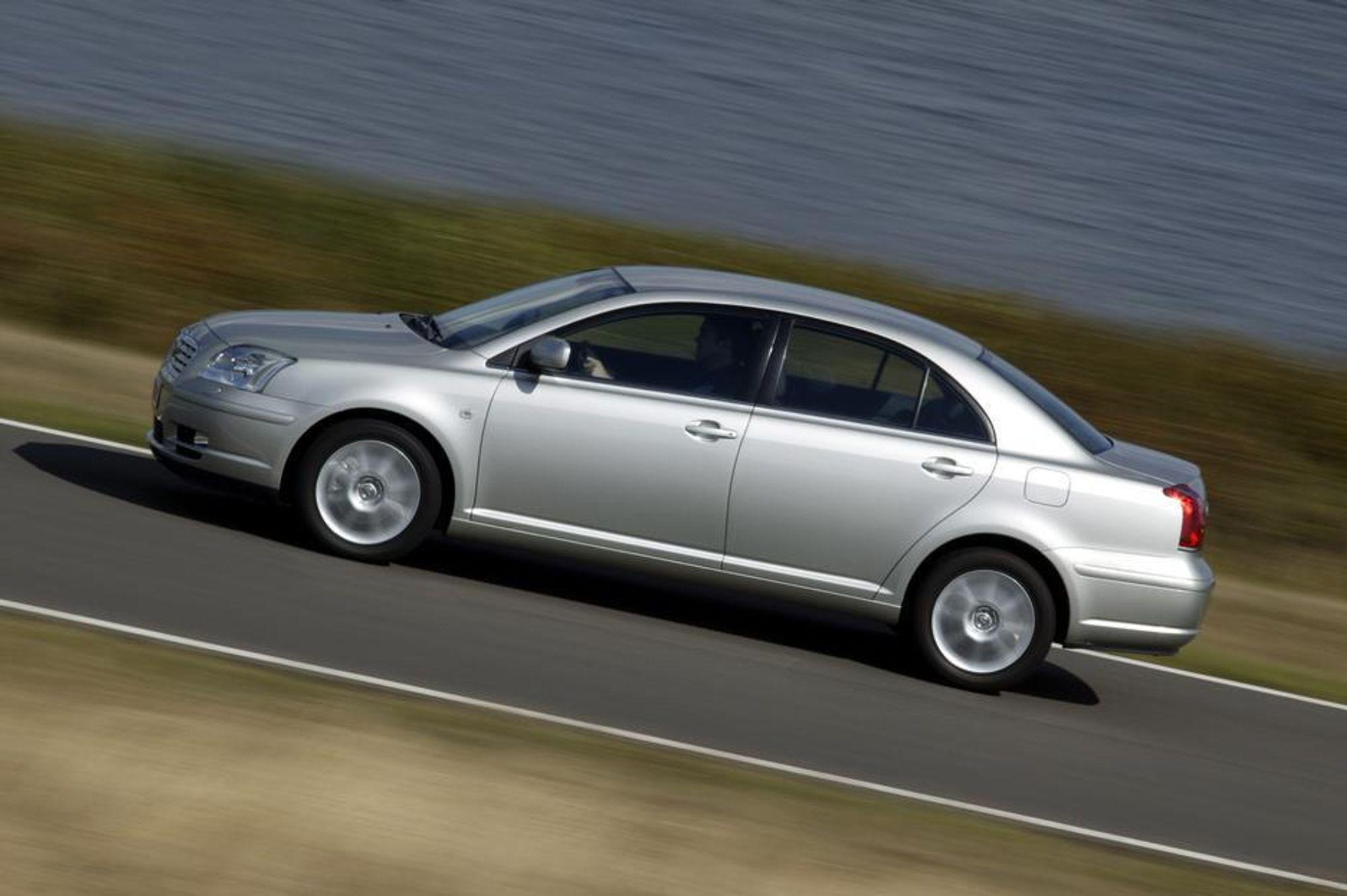 RENSET: Avensis 2005 kan snart levers med verdens reneste dieselmotor, men foreløpig bare i land med dieseldrivstoff der svovelinnholdet er under 50 ppm. Tyskland og UK får biler først.