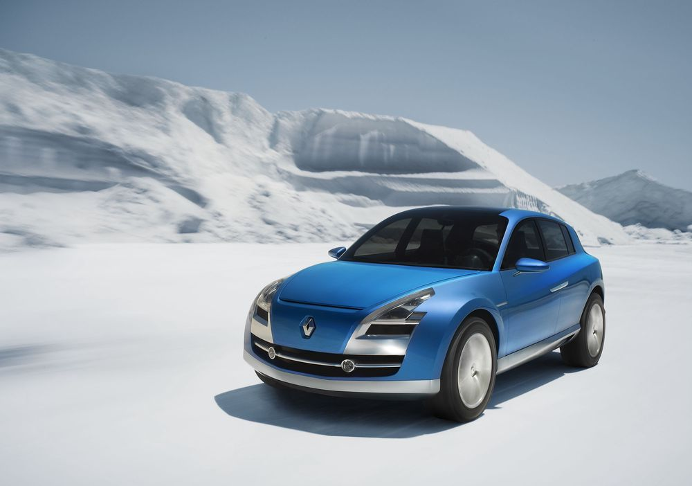 DAGDRØM: Renaults Egeus er en firehjulsdreven prototyp, en studie i hvor langt man kan drive det m.h.t. å stappe ny teknikk inn i en biltype som opprinnelig - midt i 1940-årene - faktisk var et krigskjøretøy: Superjeepen.