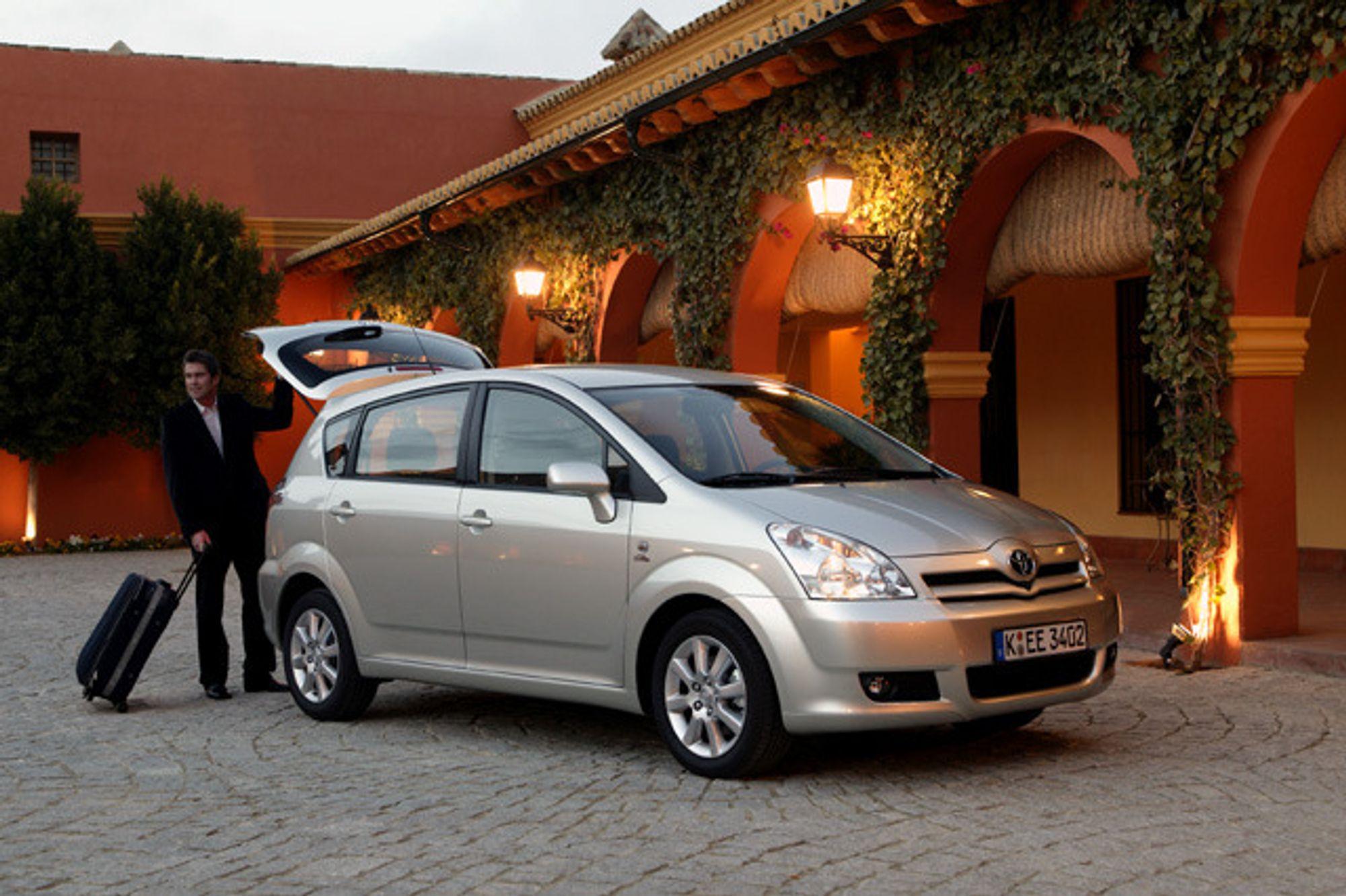 RÅSTERK: Mellomklassebilen Corolla Verso kommer i høst med den nye dieselmotoren fra Toyota, en 2,2 liter på 130 kW/177 hk og 400 Nm dreiemoment.