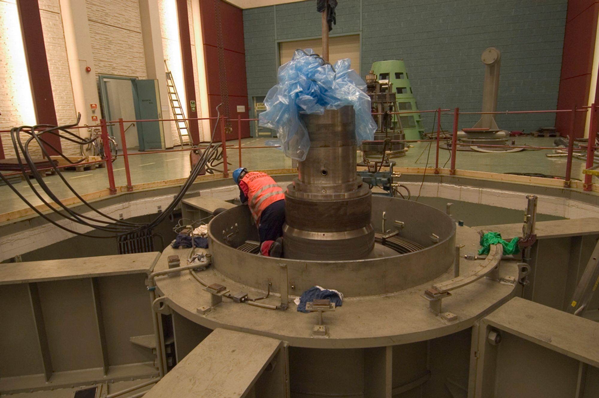 TRENGER VEDLIKEHOLD: Vannkraftverk er avhengig av systematisk vedlikehold. Lønnsomhet og risiko er to avgjørende kriterier.