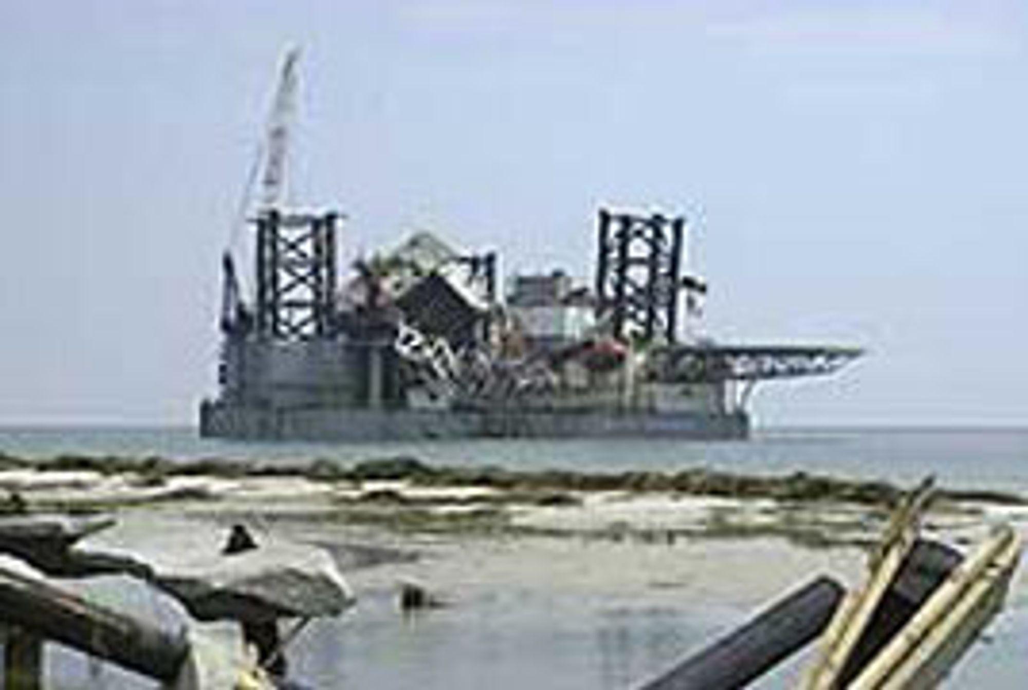 Den oppjekkbare riggen Ocean Warwick - bygget i 1971 - fikk seg en liten tur ut på egenhånd og dukket opp ved kysten av Alabama når Katrina hadde blåst fra seg.