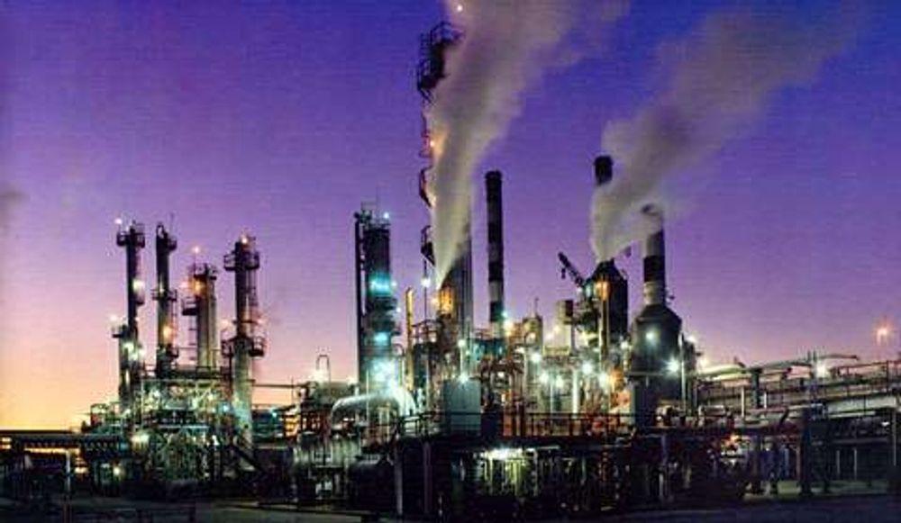 Raffineriene er i gang igjen fler stder, her fra Placid refinery, Port Allen i Lousiana. Raffineriet ligger ved delstatens hovedstad Baton Rouge, ved Mississippis bredd inne i landet.