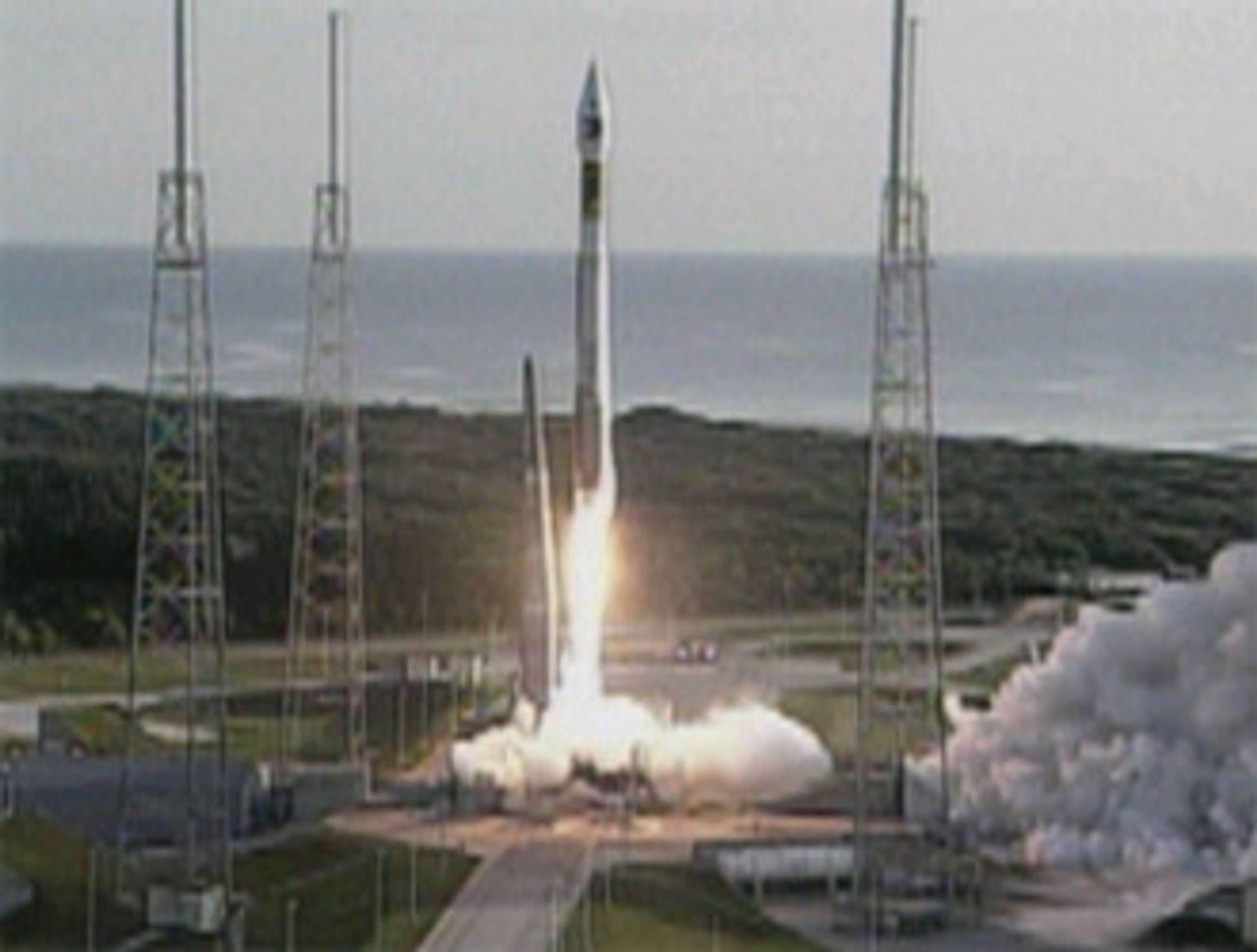Nasas Mars Reconnaissance Orbiter (MRO) ble fredag skutt opp fra Cape Canaveral i Florida.