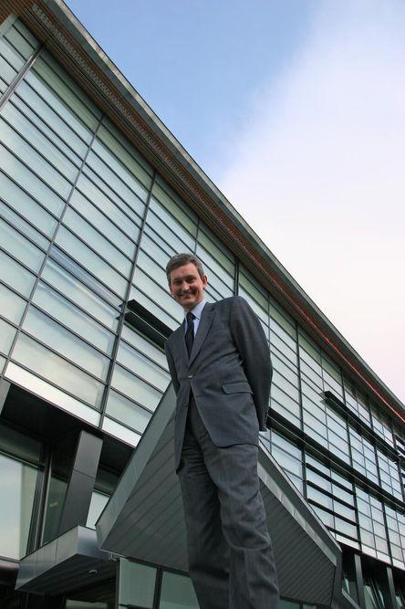 LEDER ACCENTURE:Sivilingeniør Nils Øveraas er adm. direktør for Accenture i Norge som har sitt hovedkontor i Telenorkomplekset på Fornebu.