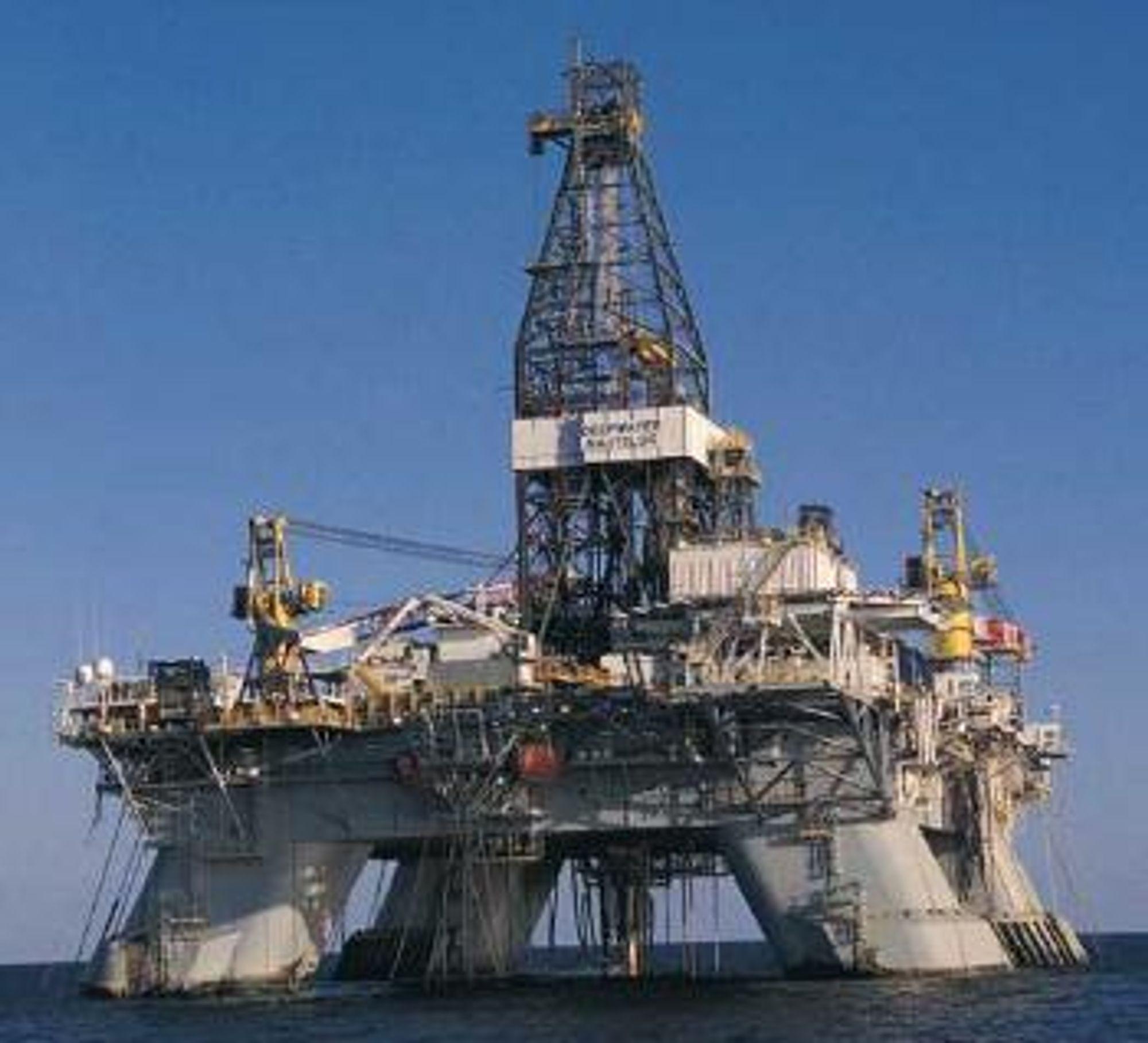 Deepwater Nautilus er en halvt nedsenkbar rigg eid av Transocean. Den er bygget ved Hyundai Heavy Industries i Sør Korea i 2000.