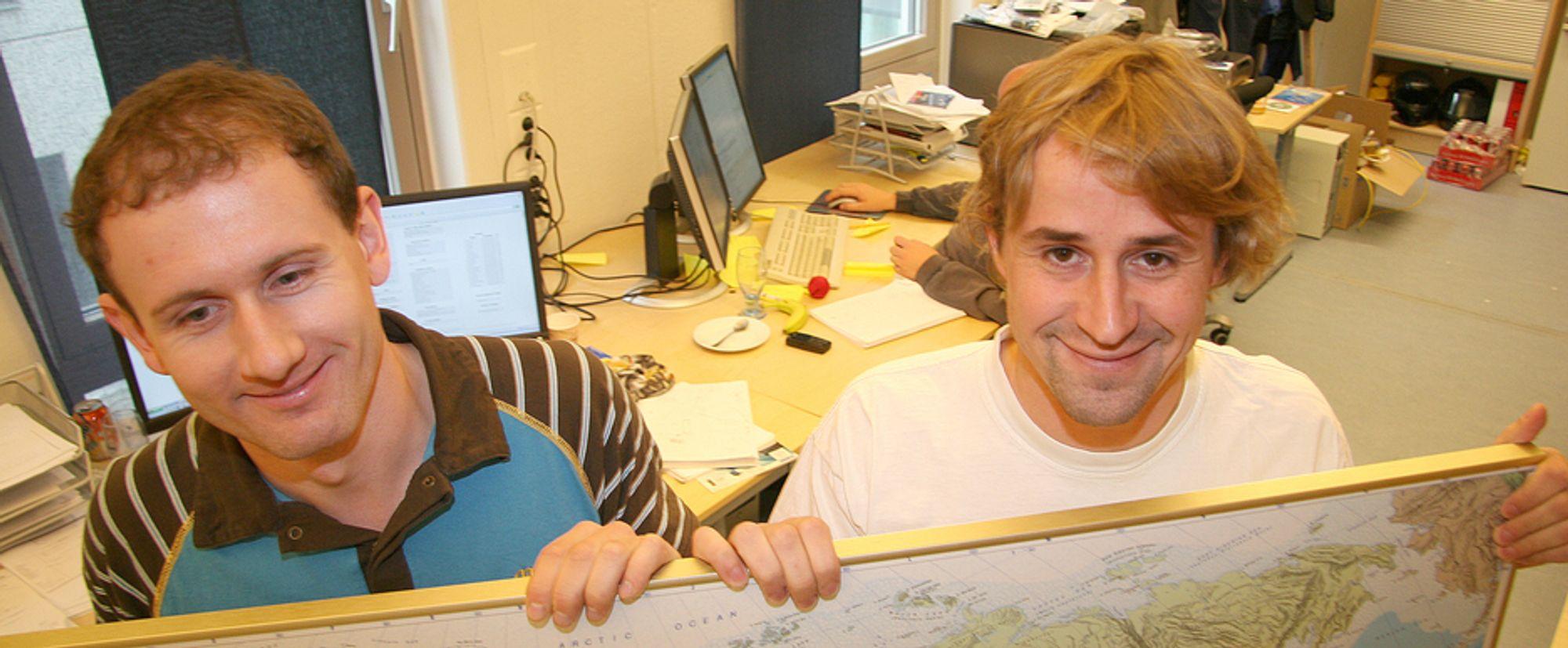 Verden under seg. Gründerne Petter Fornæss og Ivar Arnesen fant sin business-engel. Nå er de i ferd med å erobre verden.