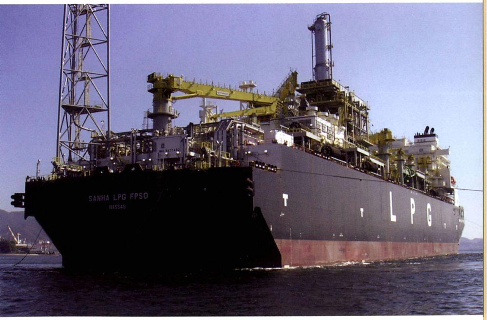 FLYTENDE PROPANFABRIKK: Sanha-feltet utenfor Angola har verdens første flytende LPG-produksjon. FOTO: ABS