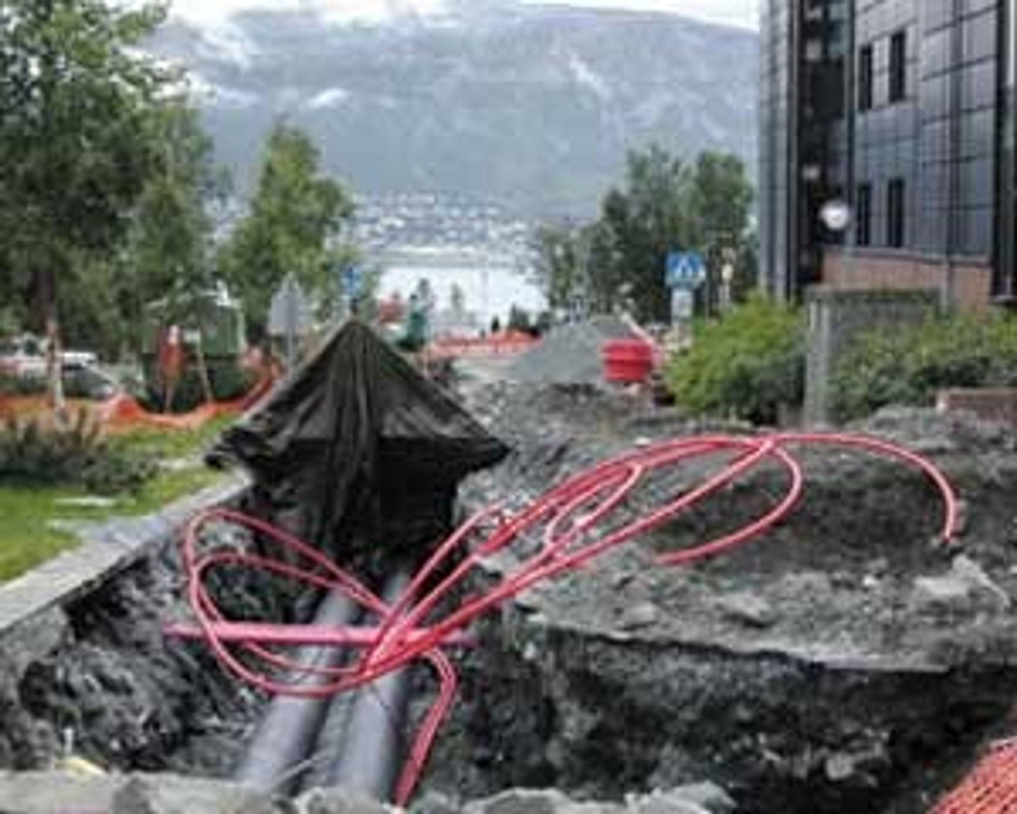 I Tromsø er fjernvarmeutbyggingen kommet godt i gang. Her fra rørtraseen til Teorifagbygget ved UiT. Nå kommer Sørlandet etter. Foto: UiT
