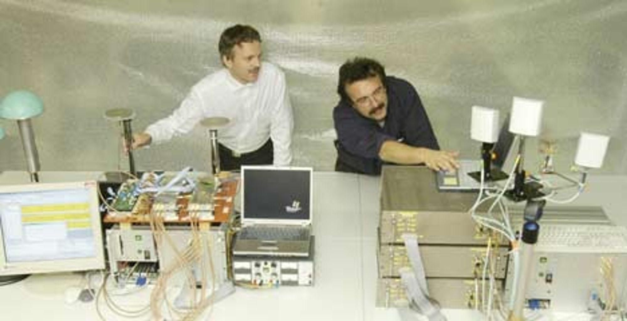 SUPERRASKT: Siemens-forskere demonstrerer her 1 Gbit/s trådløs dataoverføring.