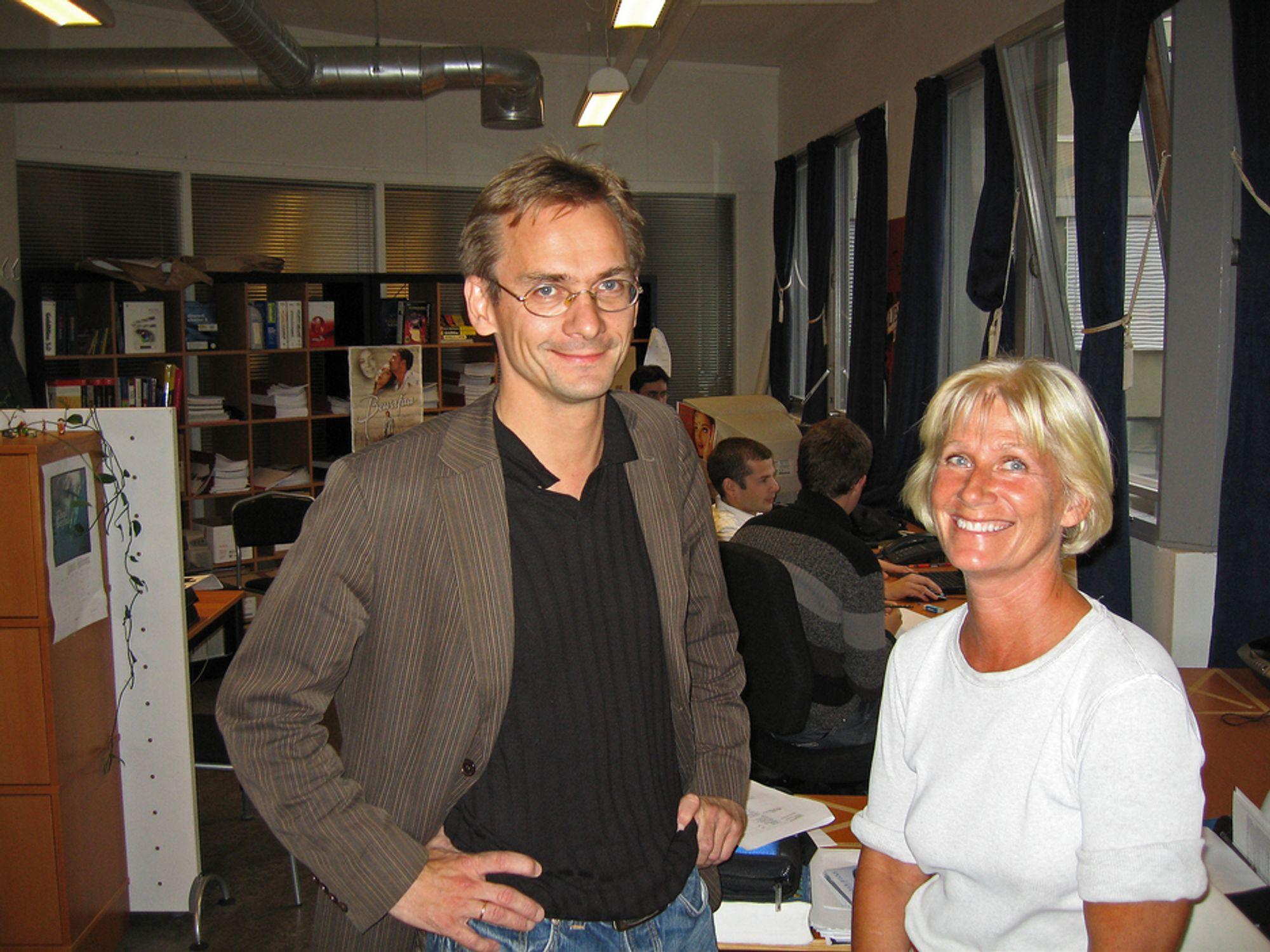 TETTPAKKET:HR-ansvarlig Anne Stavnes og forskningsdirektør Christen Krogh lever trangt blant nordmenn og utlendinger i Opera.