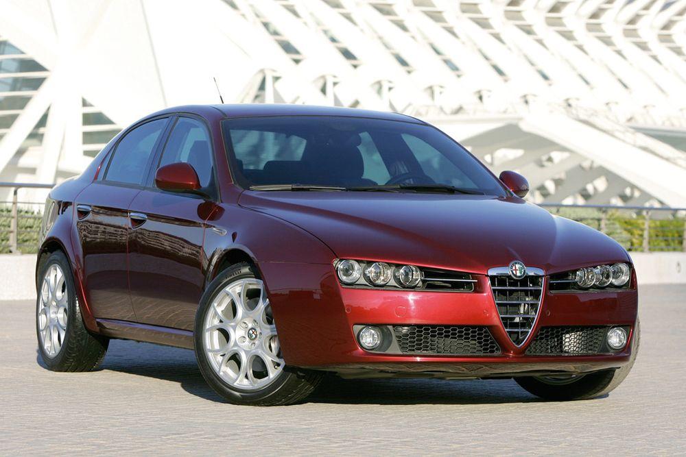 HERLIG: Som alle modeller fra den italienske spissteknikkfabrikken er også nye 159 rene drømmen å kjøre. Ta deg en tur til nærmeste forhandler og kjør en runde: Du blir temmelig bilgal!