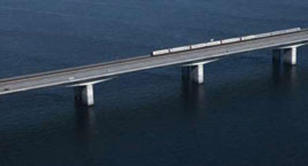 Vestbroen over Storebælt i Danmark. Her er seilingshøyden kun beregnet på småbåter. Det 3.000 tonn store containerskipet Karen Danielsen fikk skipsbroen revet av og kilte seg fast.