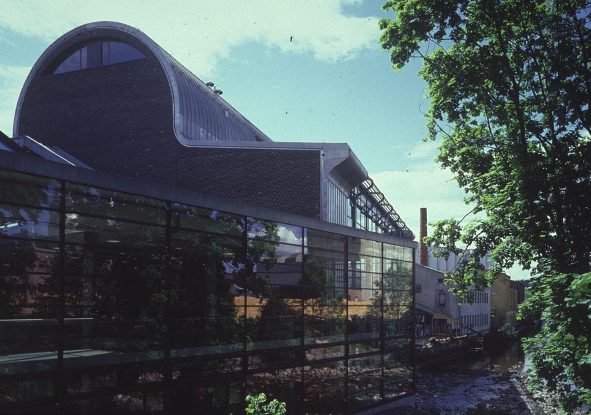 ESTETISK: Møllebyen i Moss vant Statens Byggeskikkpris i 2003. Vellykket kombinasjon av nytt og gammelt var en av begrunnelsene. Byggforsk peker på svakheter i takkonstruksjonen som kan gi fuktskader.