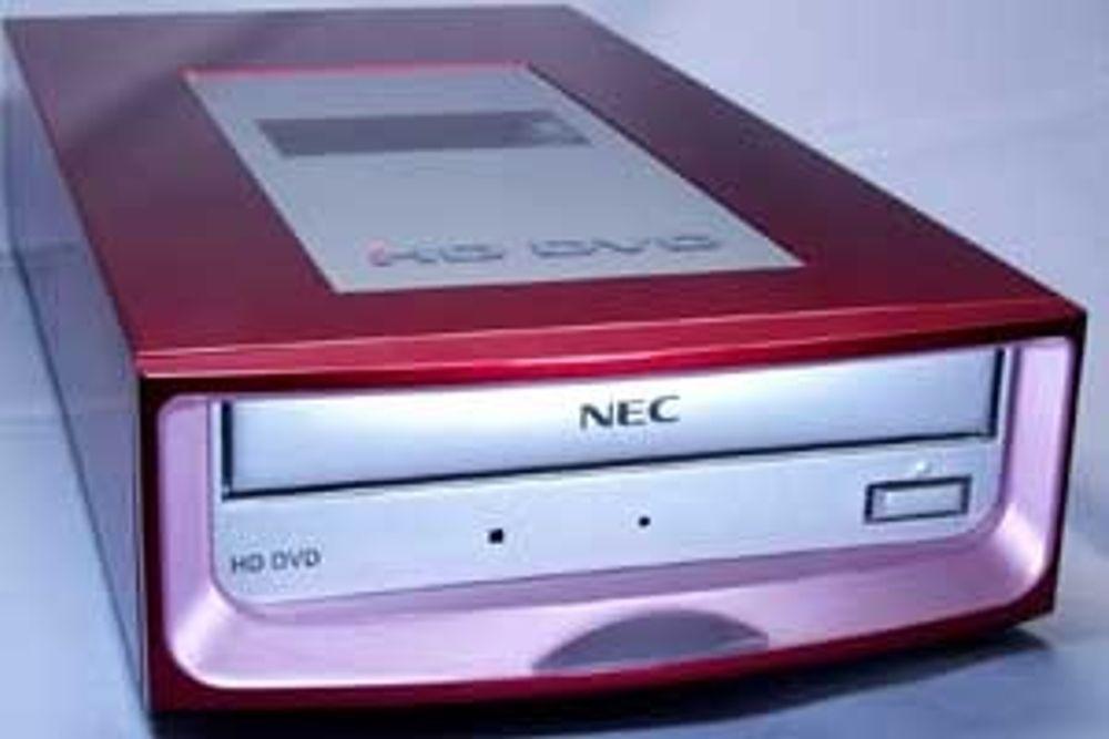 SNART KLAR: Når NECs multienhet med blå laser er klar for markedet i september, vil den passe inn i en vanlig PC-brønn.