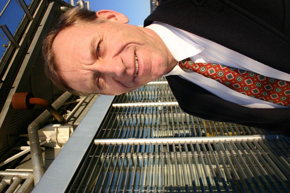 100 MILLIONER: Bjørn-Erik Haugan skal lede arbeidet med å finne klimateknologi som det offentlige skal satse på. 100 millioner har han i lommeboka. Ikke rart han smiler. FOTO: