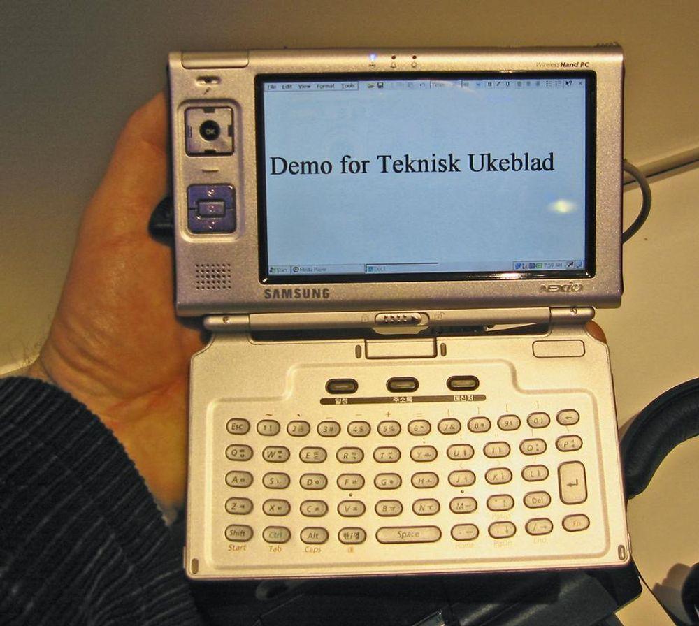 Samsung mini-PC. Skjermen er liten, kun 5 tommer. Vekta er heller ikke stor, bare 240 gram.