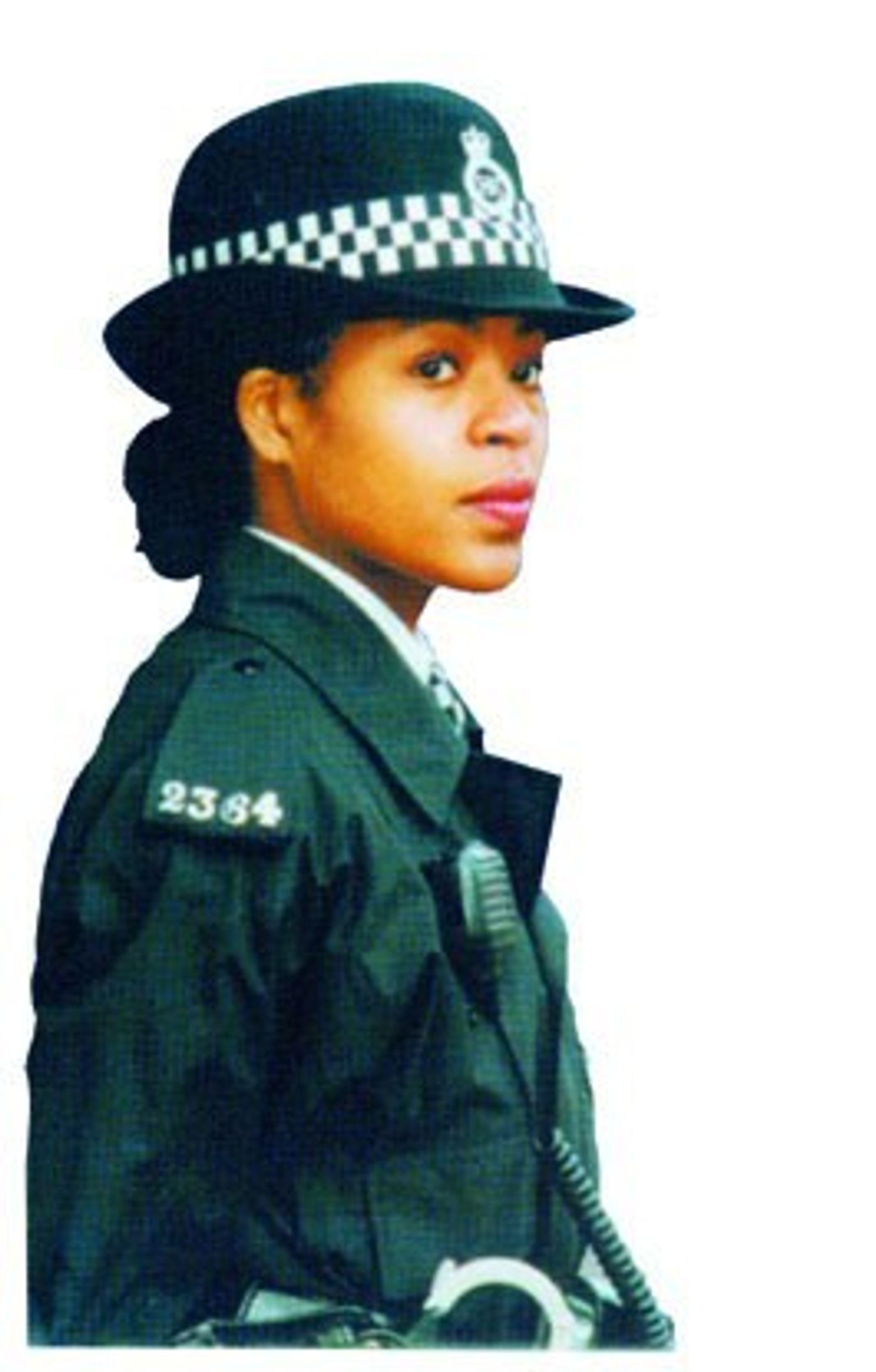 Britisk politi vil få full kontroll med politibetjentenes bevegelser. Informasjonen skal gi bedre beslutningsgrunnlag. I dag har politiet GPS-oversikt over politibilene, men ikke de fotpatruljerende. Foto: Britisk politi