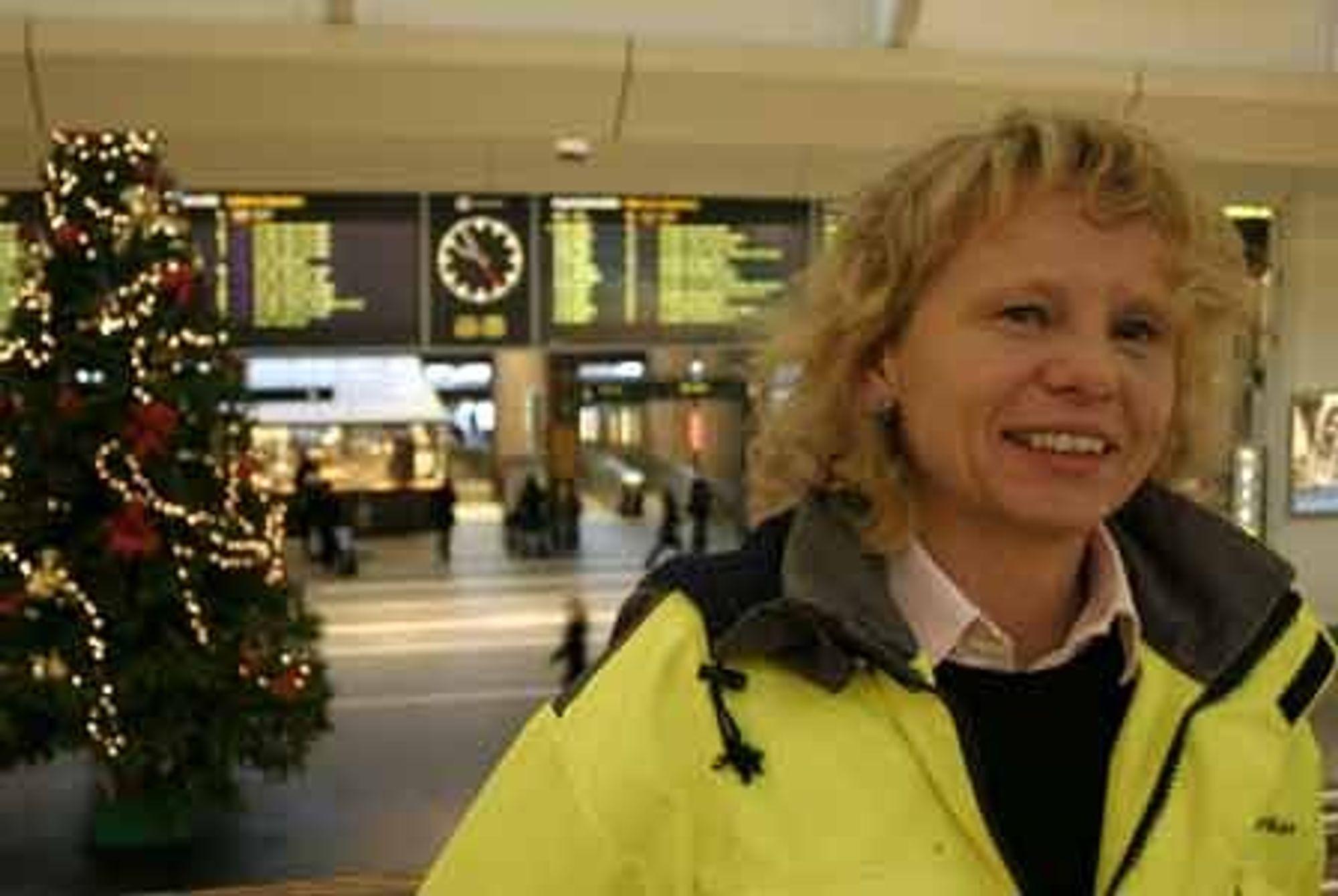 Beate Isetorp i Jernbaneverket er mer bekymret for at det skal skje noe galt på Oslo S julaften enn at hun ikke får smakt akevitt i år.