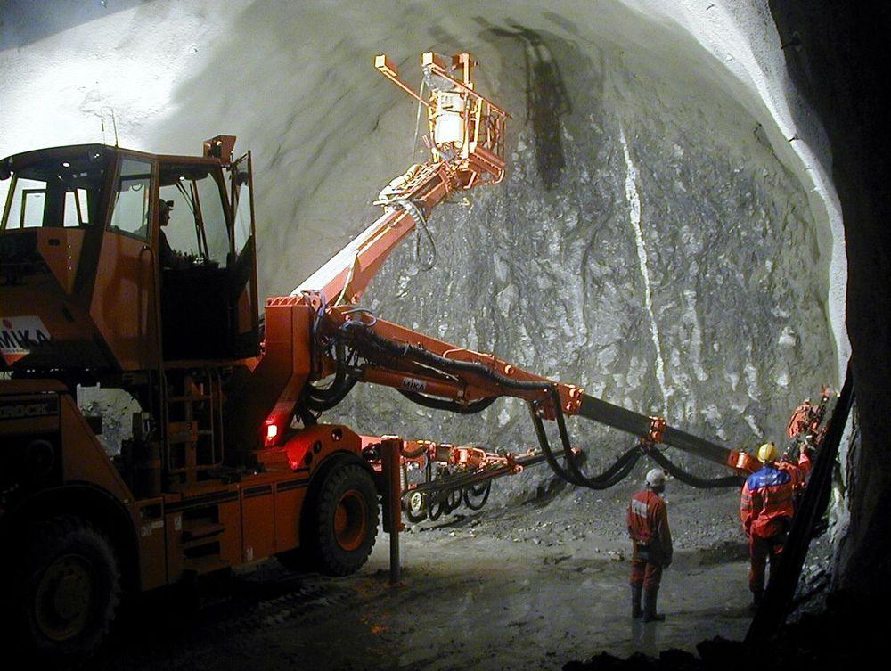 SIKKERHET: Det er avgjørende å finne forekomster med dårlig fjell før tunnelarbeidene settes i gang. FOTO: ARKIV