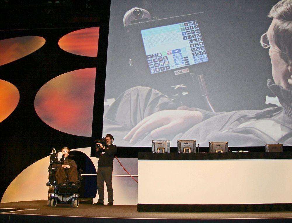 ROLLTAK: Selv om legen Julius Moskvil er lam og ikke kan snakke, kan han kommunisere ved hjelp av norskutviklet taleteknologi. FOTO: ODD R. VALMOT