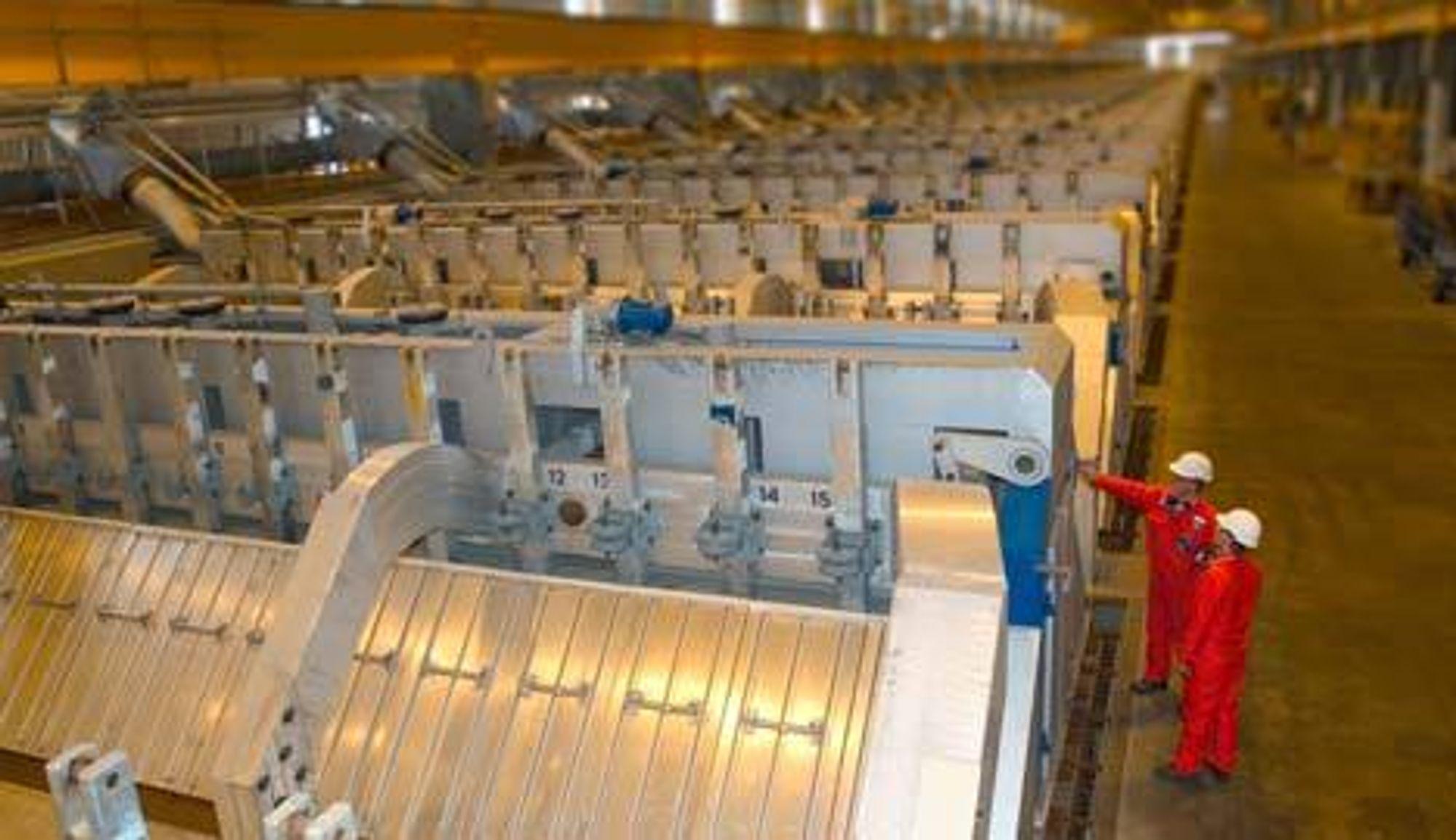 NORSK TEKNOLOGI: Hydros patenterte elektrolyse-teknologi skal brukes i den nye alumiuniumsfabrikken i Qatar. Det gir muligheter for norsk leverandørindustri: FOTO: HYDRO