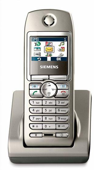 PAKKET:Denne trådløse DACT-telefonen som kommer både i ISDN og analog utgave er pakket med godsaker.