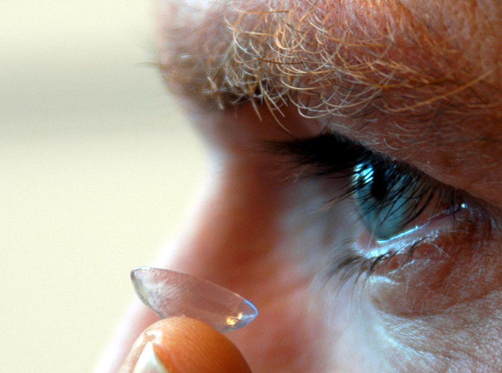 ØYEMÅL: Snart får du korrekt dose medisin med kontaktlinsene. FOTO: ATLE ABELSEN