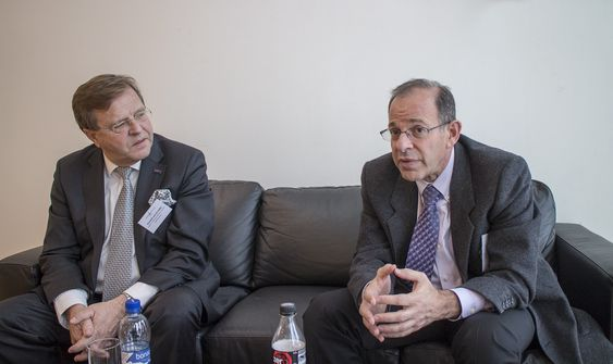 Kreftforskere: Professor Mario Sznol fra Yale School of Medicine (t.h.) og professor Cornelius van de Velde som er president for European CanCer Organisation har stor tro på kreftbekjempelse det neste tiåret