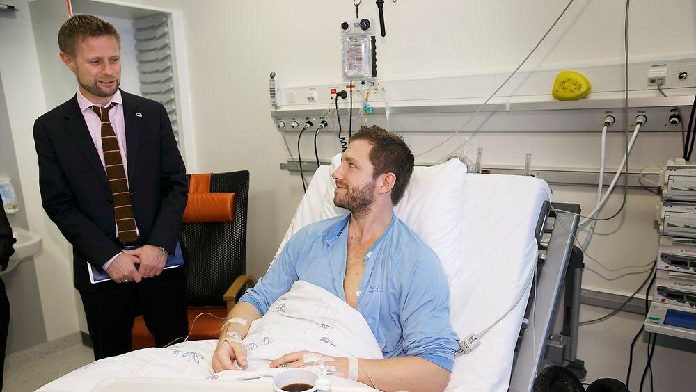 Helse- og omsorgsminister Bent Høie har stor tro på at ny teknologi kan gi oss bedre helse og omsorgstjenester. Her fra et besøk på Akershus universitetssykehus før jul.