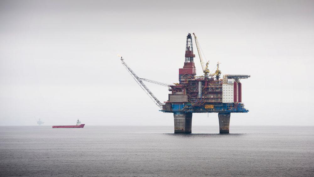 DYRT I DRIFT: Flere oljefunn rundt norskekysten blir ulønnsomme hvis oljeprisen synker til 90 dollar fatet. Foto: Ole Jørgen Bratland/Statoil
