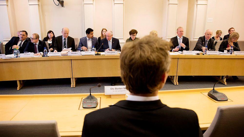 Tidligere olje- og energiminister Ola Borten Moe (Sp) under høringen om Mongstad i Stortingets kontroll- og konstitusjonskomité torsdag.