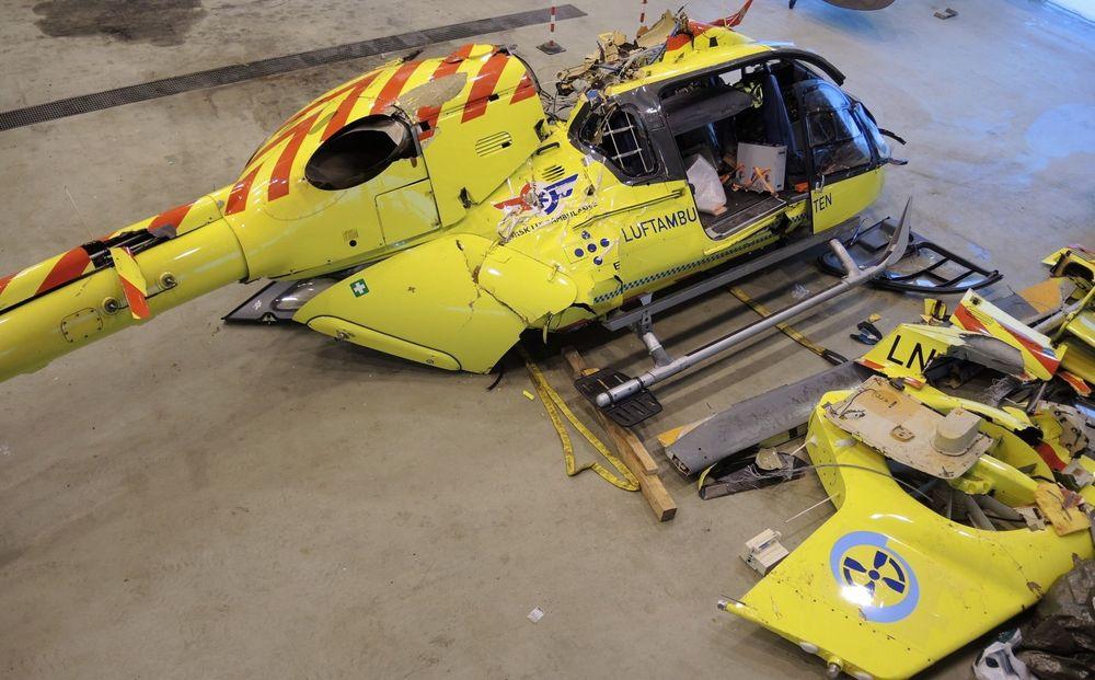EC135-vraket i SHTs hangar på Kjeller.