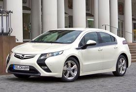 Det nærmeste man kommer elbiler som kan pumpes i dag er seriehybrider som Opel Ampera. Hydrogenbiler er også elbiler, som kan pumpes, men dette krever ny infrastruktur.